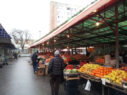 Romanian vegetables and fruits market - in Craiova