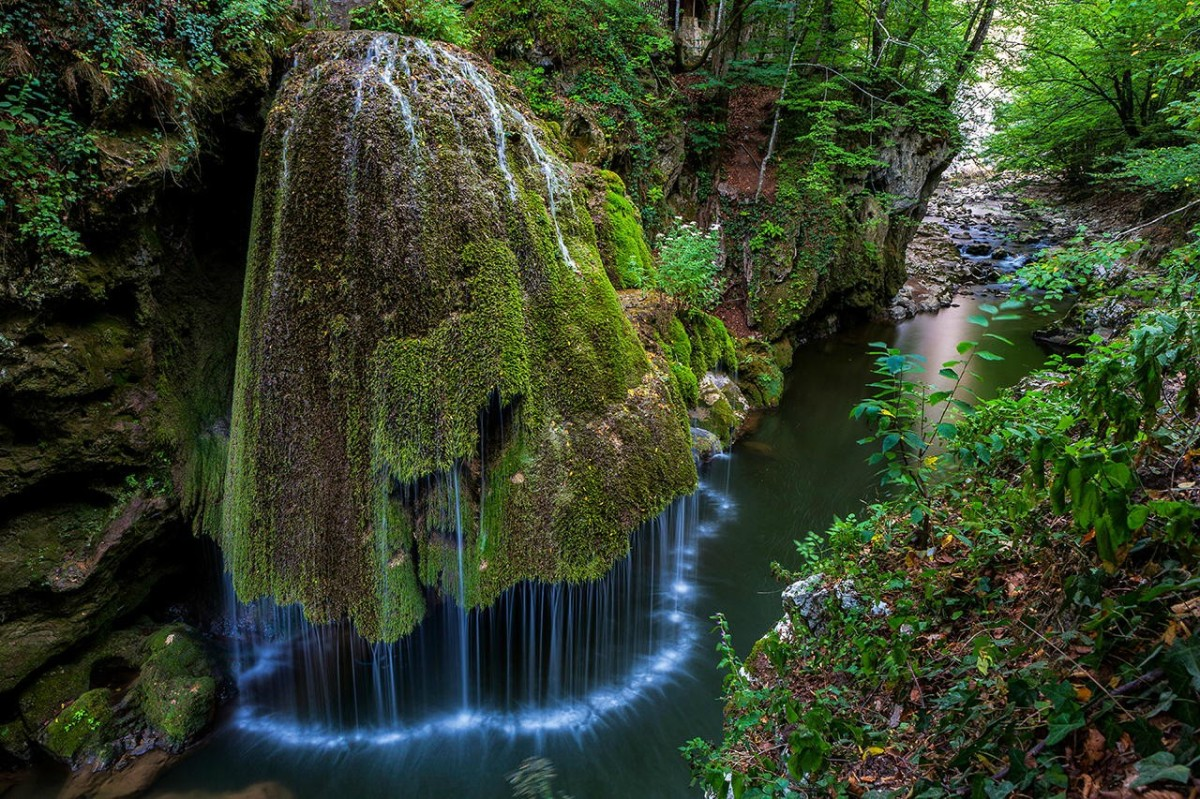 Bigar waterfall looks just like something out of a fairytale huffington post meet romania - Most beautiful manors romania ...