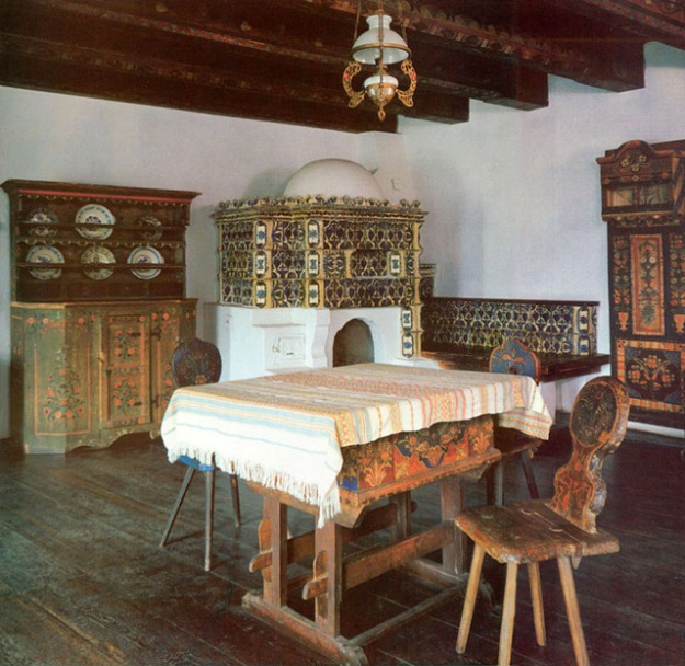 The passionate and tempestuous Queen Marie brought an unconventional flavor to Bran Castle, as in the decor of an informal Dining Room, with a ceramic-tiled stove and 18th- and 19th-century Transylvania peasant furniture.