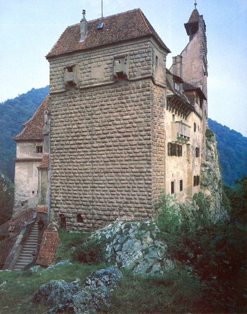 In Medieval times, rocks or boiling water were hurled down from the heights of the East Tower to repel attackers. Vlad Dracula may have waged battle from this vantage point while in charge of defending the region.
